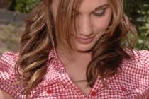 Free porn pics of Dakoda Brookes pulls down her daisy dukes 1 of 88 pics